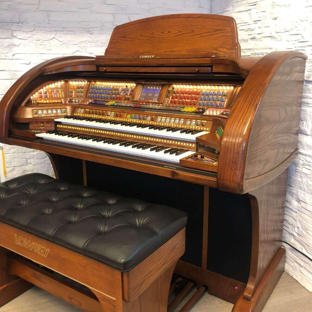 Used Lowrey Prestige Organ In Oak Finish